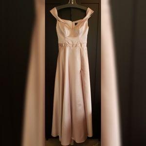 Elegant XSCAPE shimmering Satin Dress